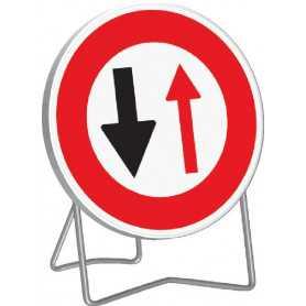 copy of Panneau de signalisation temporaire cédez le passage à la circulation venant en sens inverse B15